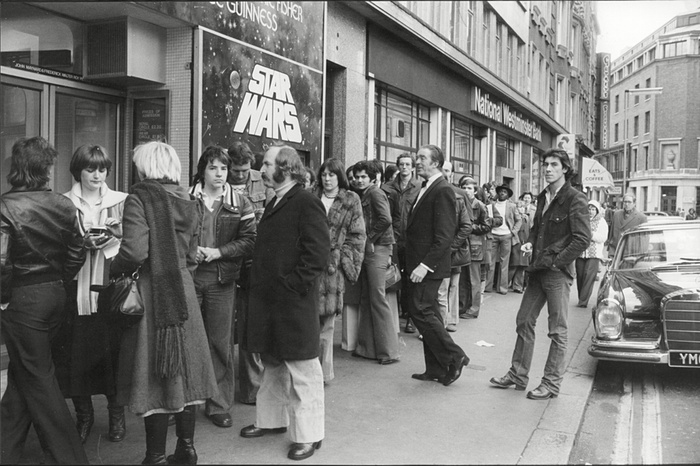 Star Wars UK 1977 queues